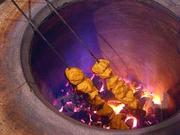An experienced tandoori cook needs a job overseas